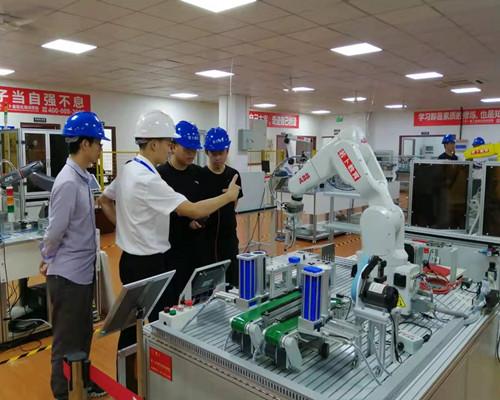 若卜教育27期工业机器人课程将在7月6号开班!